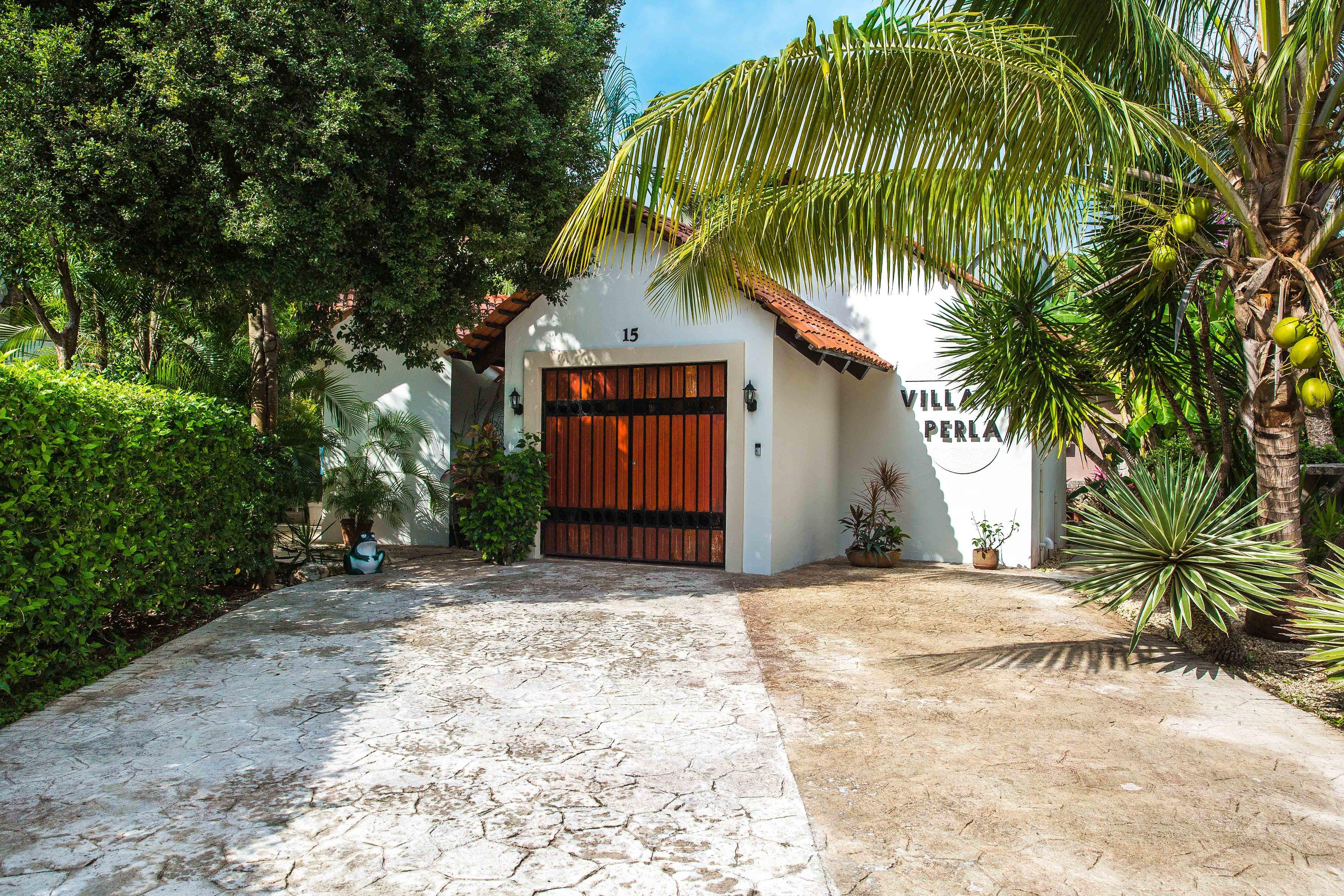 Villa Perla Driveway
